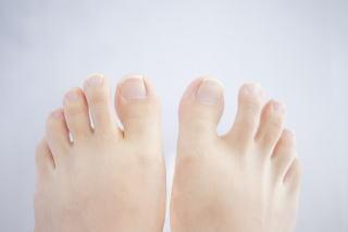足 の しびれ 腰痛